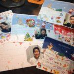 アメリカでがんと闘っている少年へ、みんなでクリスマスカードを送ったよ。